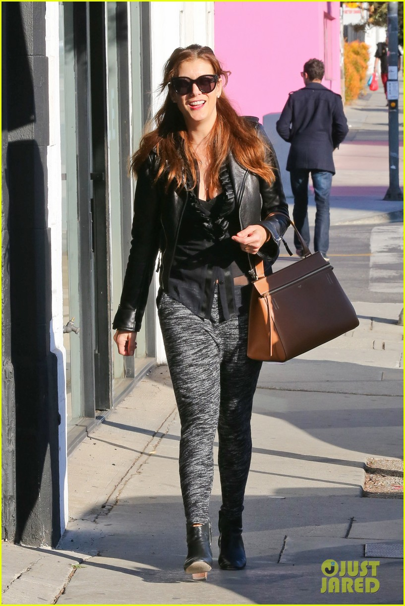kate walsh shops for holiday presents on melrose 033006268
