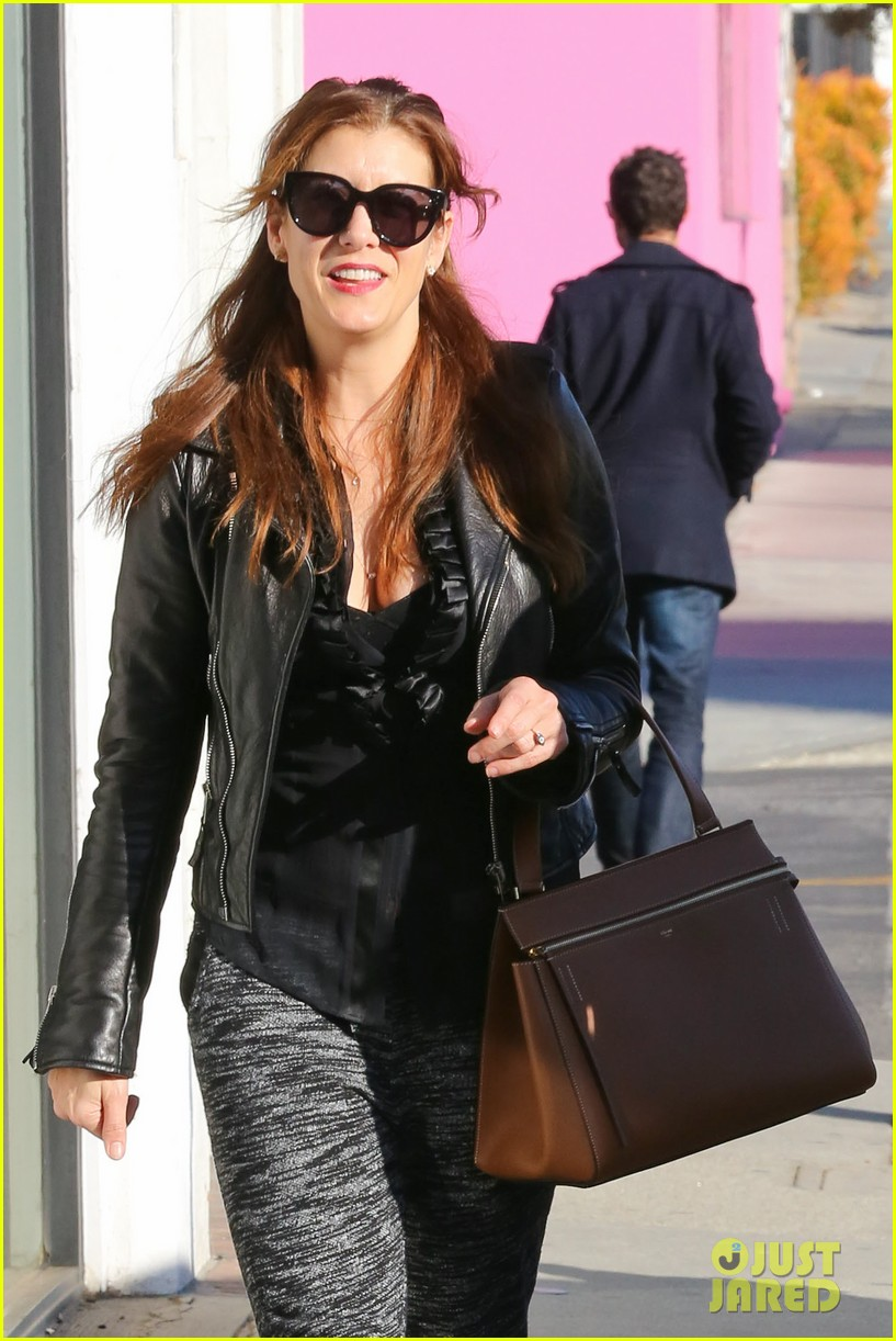 kate walsh shops for holiday presents on melrose 043006269
