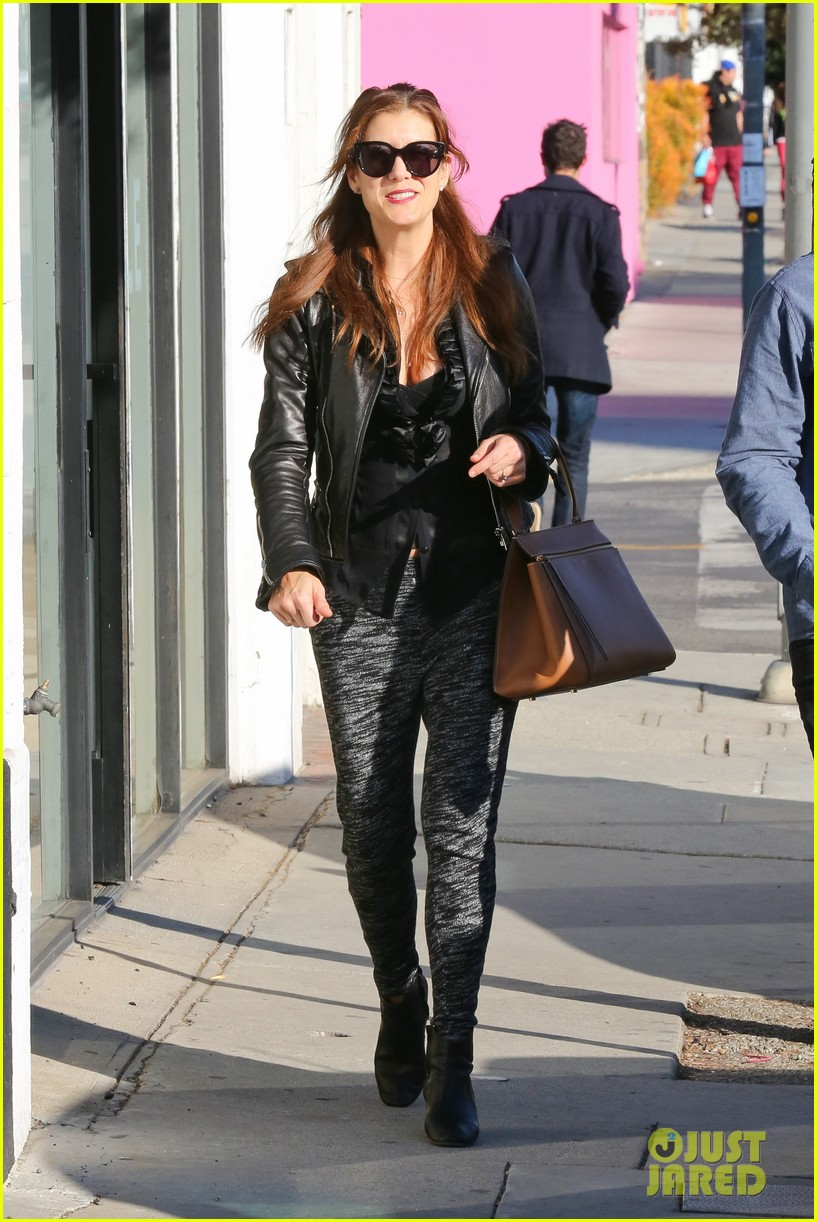 kate walsh shops for holiday presents on melrose 06
