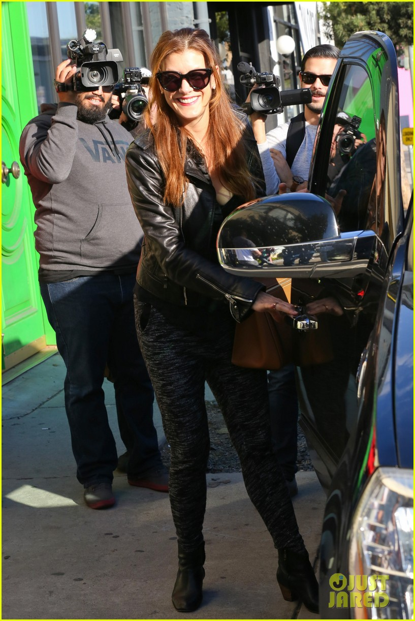 kate walsh shops for holiday presents on melrose 073006272