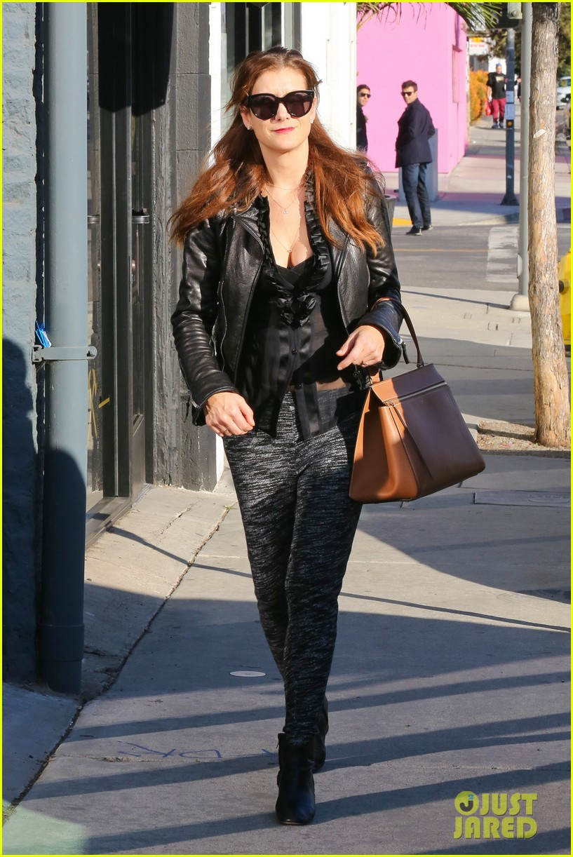 kate walsh shops for holiday presents on melrose 08
