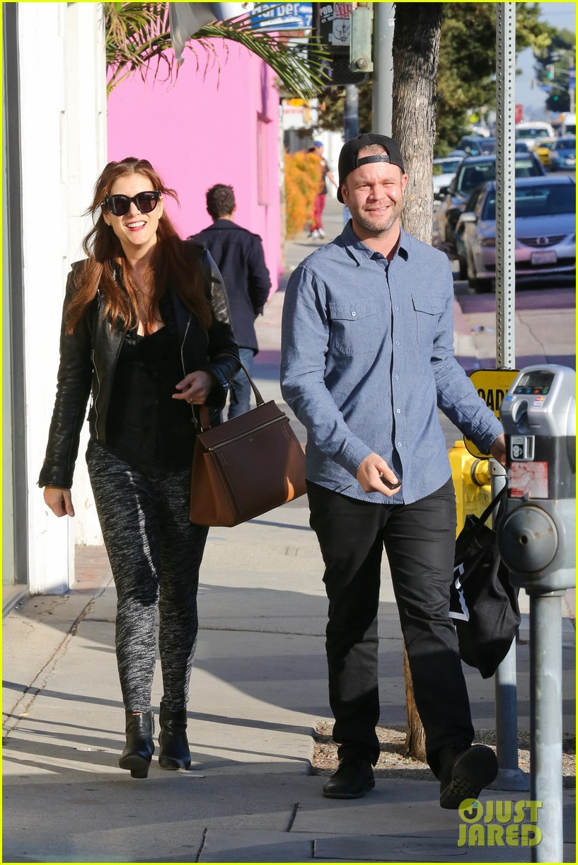 kate walsh shops for holiday presents on melrose 153006280