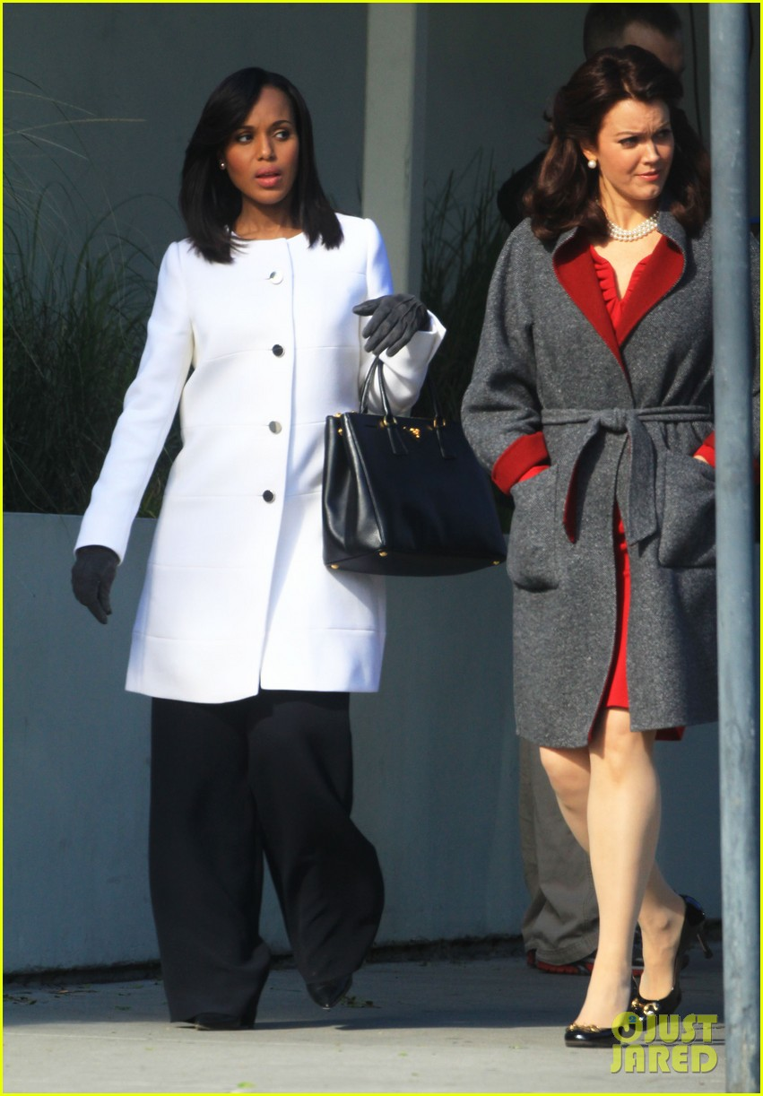 kerry washington bellamy young side by side for scandal filming 013008951