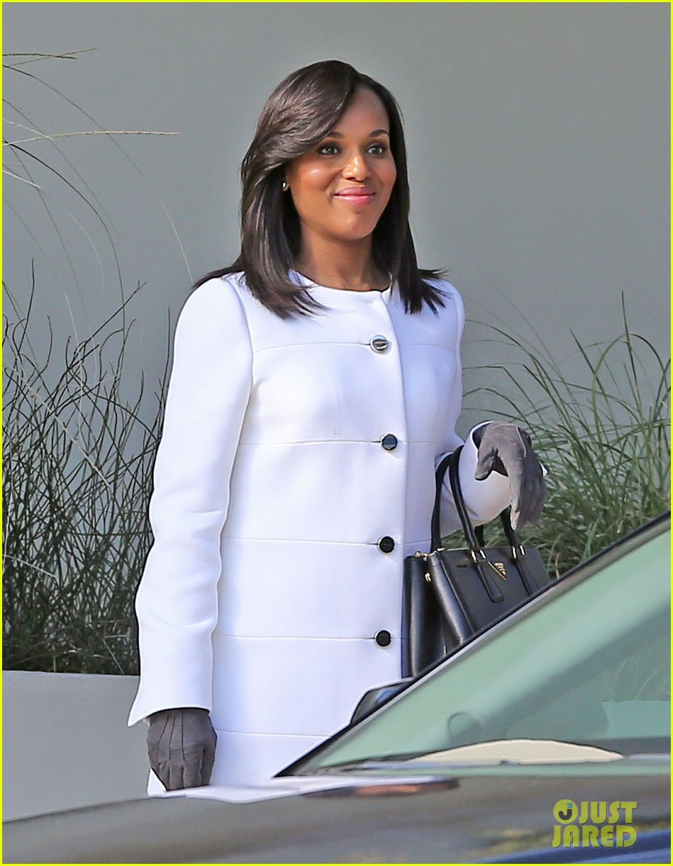 kerry washington bellamy young side by side for scandal filming 043008954