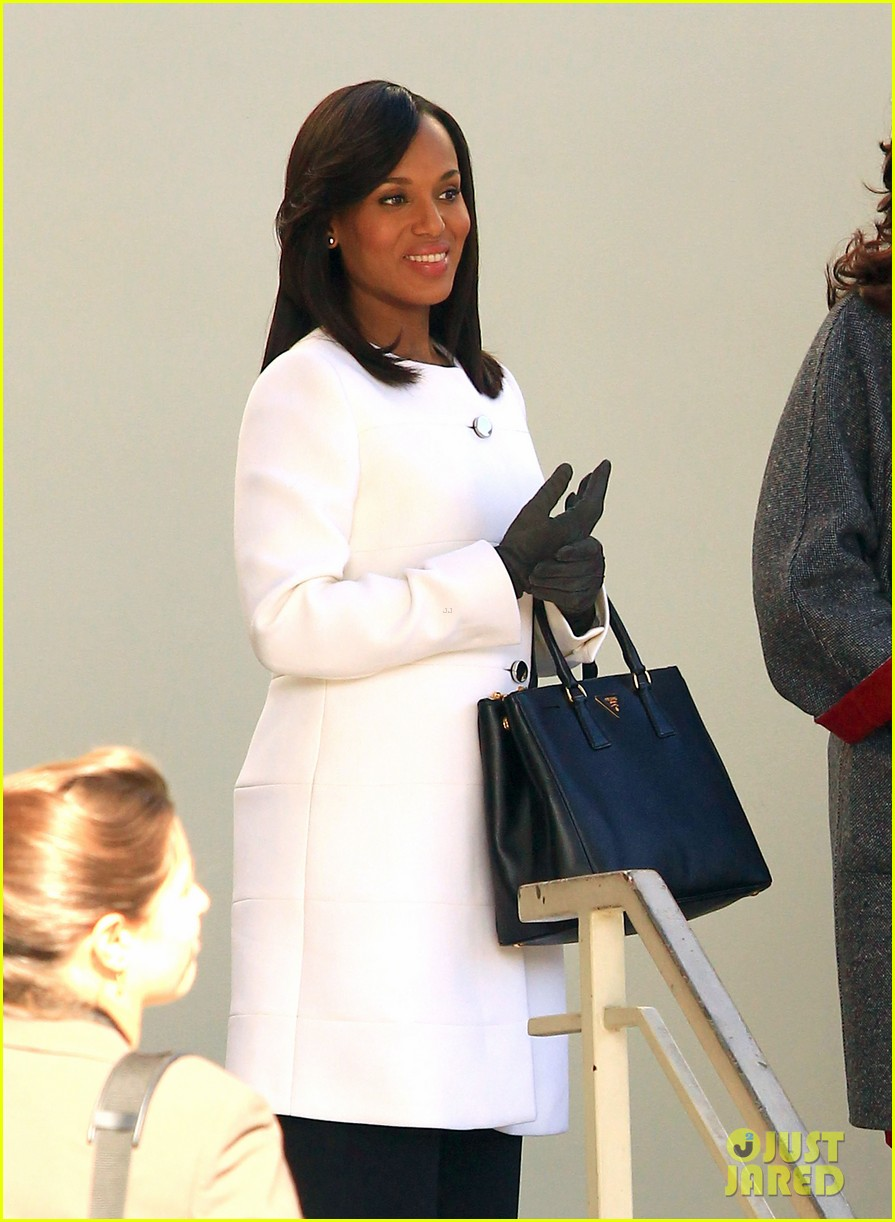 kerry washington bellamy young side by side for scandal filming 083008958