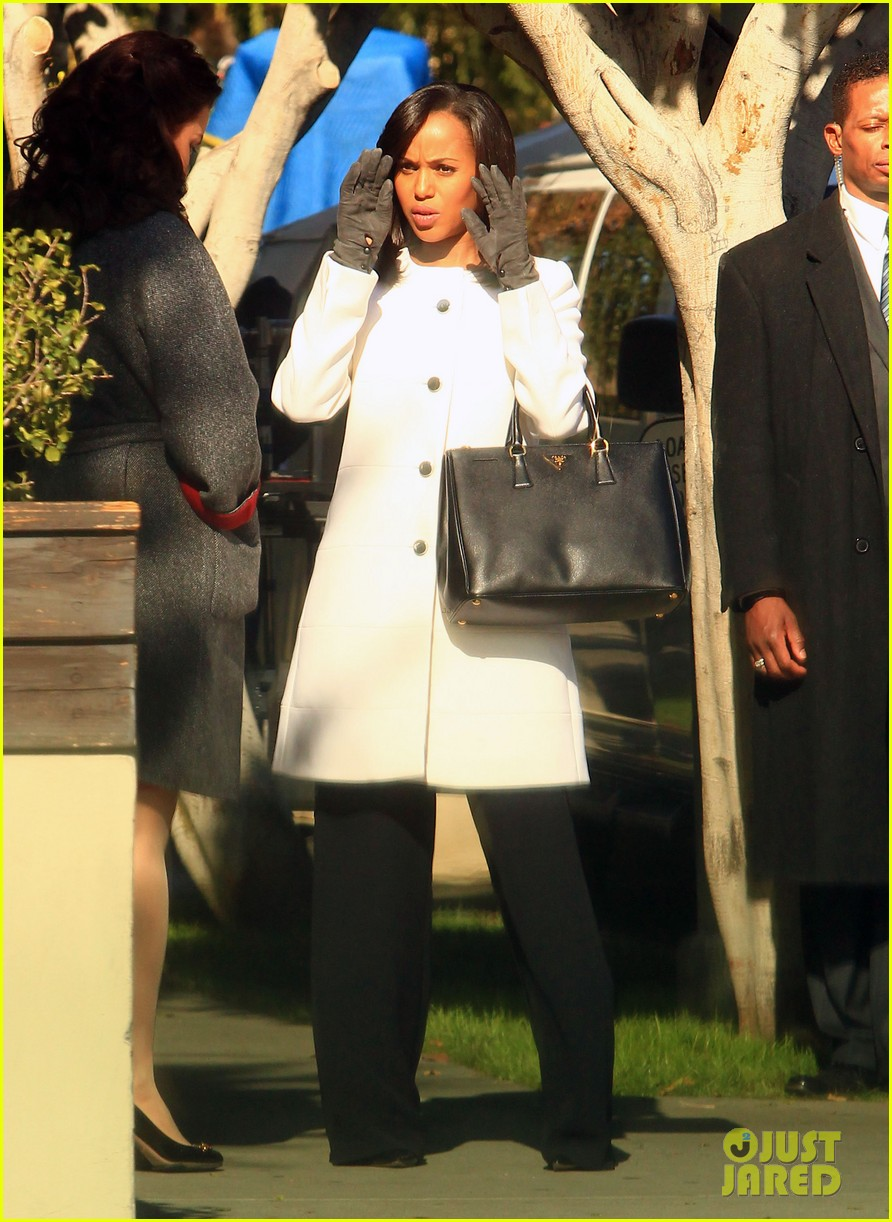 kerry washington bellamy young side by side for scandal filming 113008961