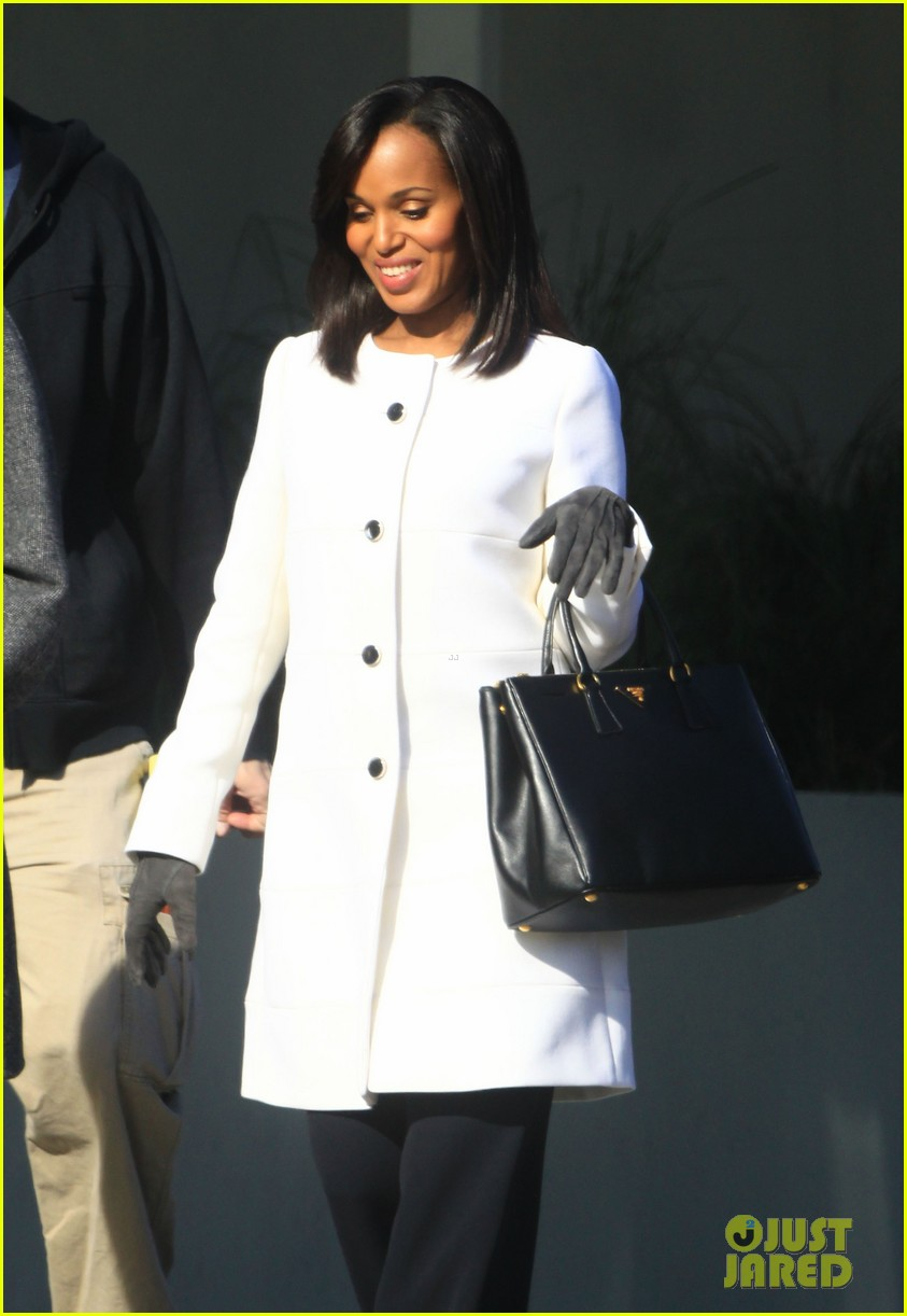 kerry washington bellamy young side by side for scandal filming 13