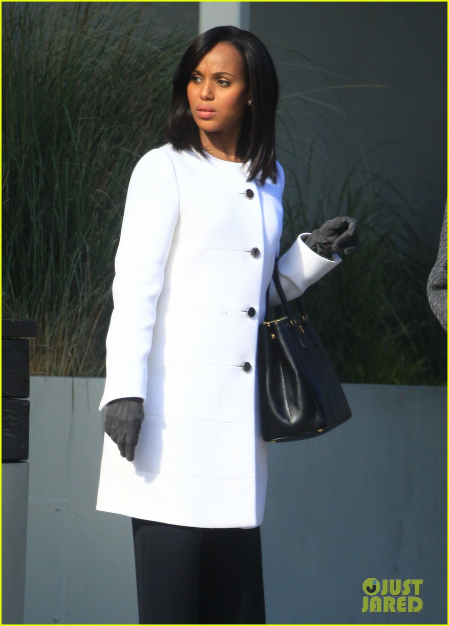 kerry washington bellamy young side by side for scandal filming 14