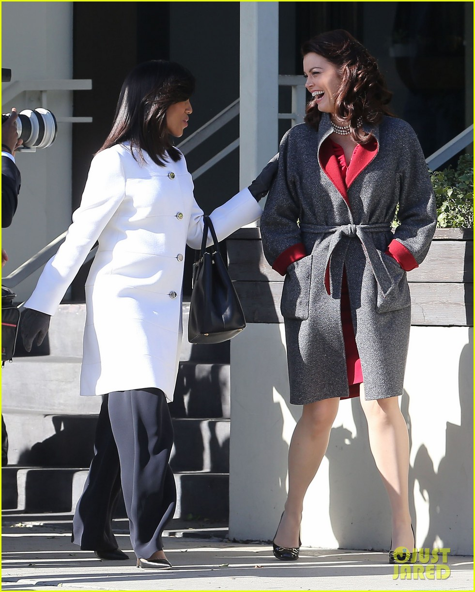 kerry washington bellamy young side by side for scandal filming 18