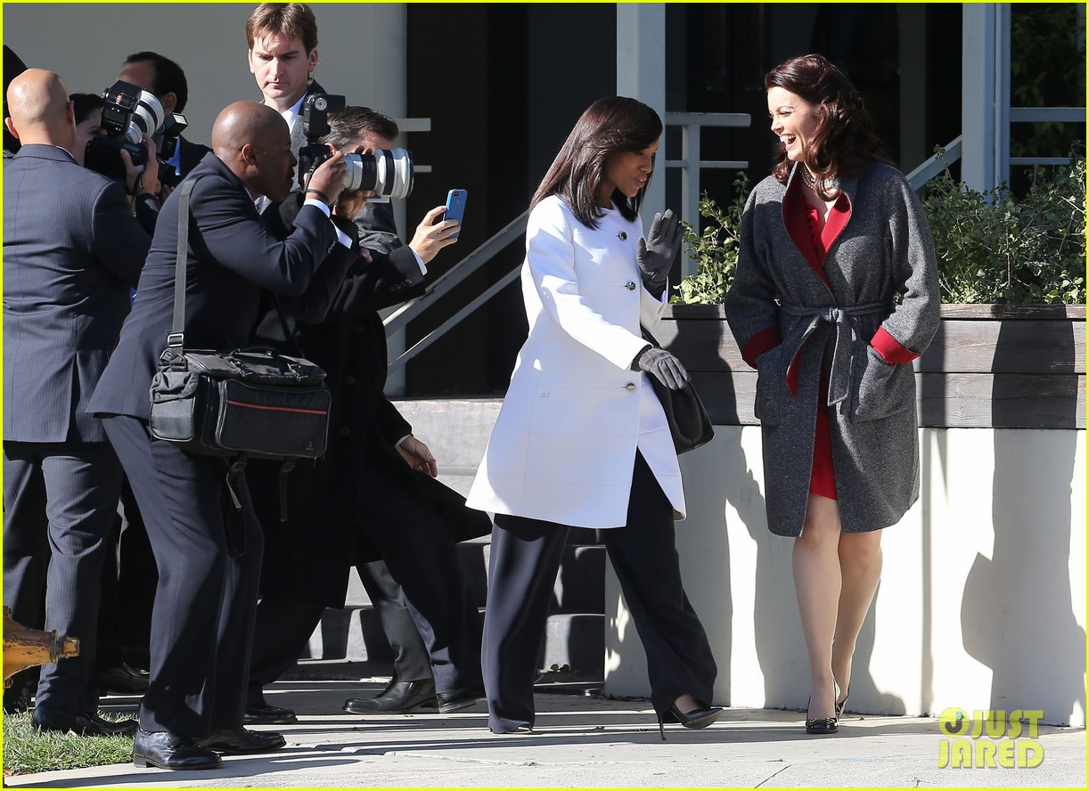 kerry washington bellamy young side by side for scandal filming 19