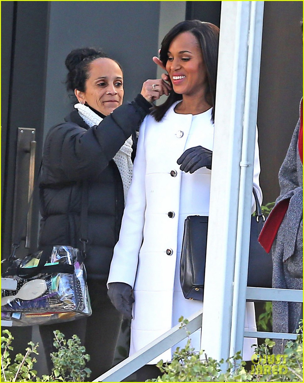 kerry washington bellamy young side by side for scandal filming 253008975