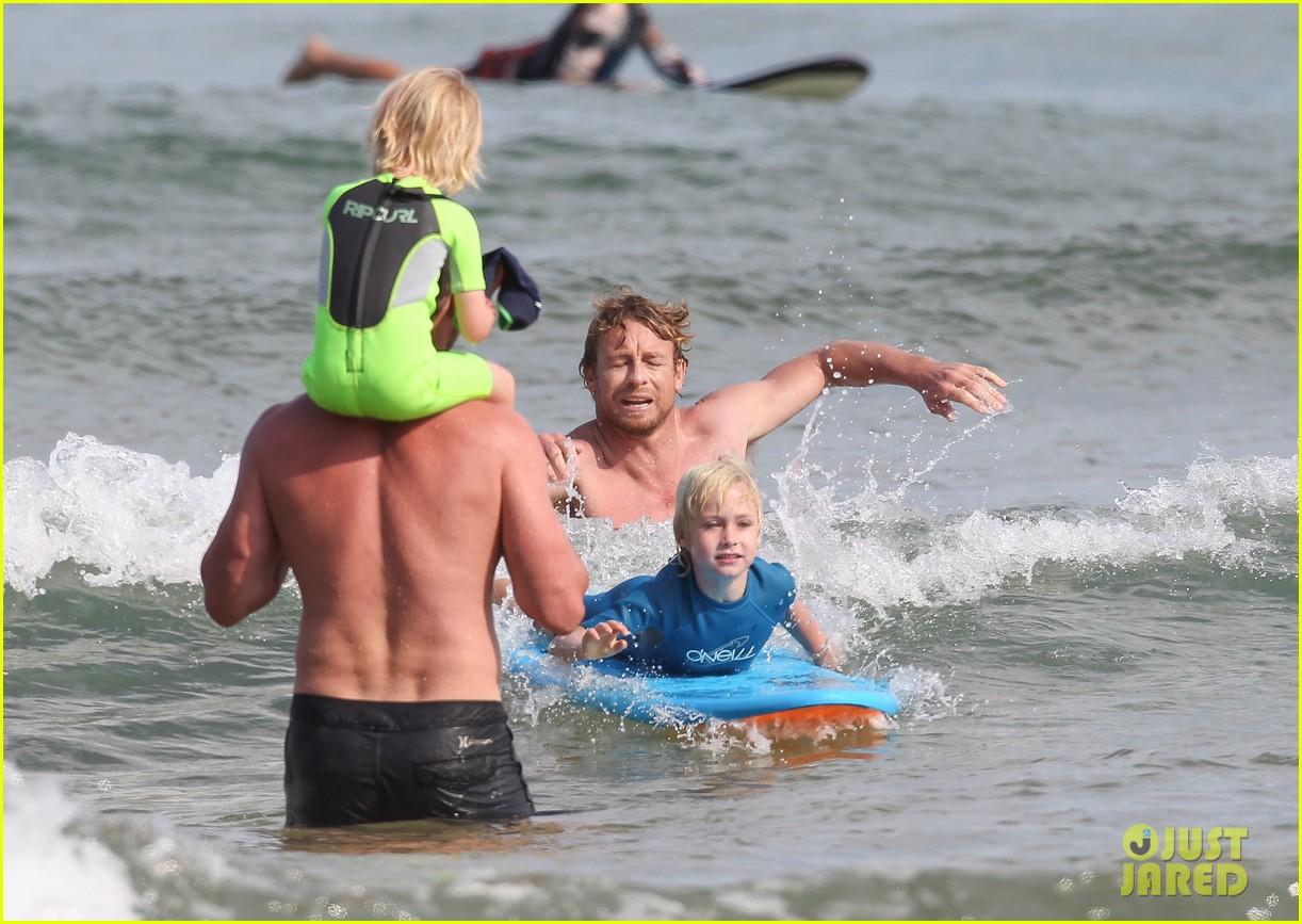 naomi watts sunbathes liev schreiber swims shirtless 293015418