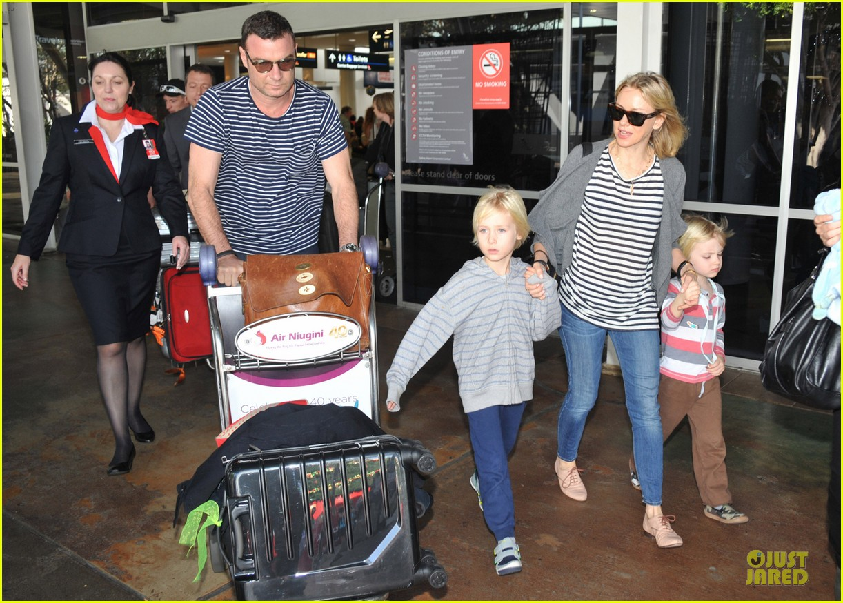 naomi watts liev schreiber holidays in sydney with the boys 273012149