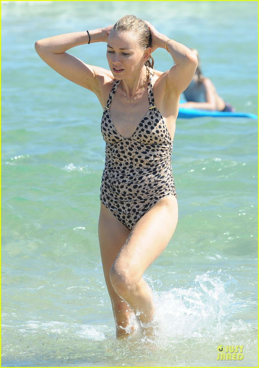 naomi watts wet wild with shirtless liev schreiber 193013452