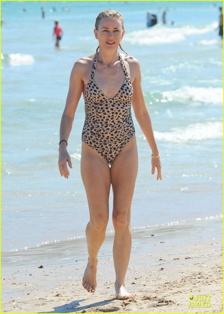 naomi watts wet wild with shirtless liev schreiber 223013455