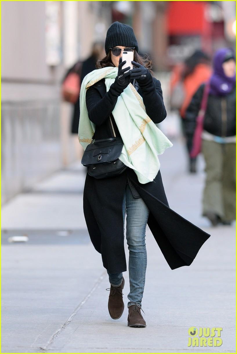 rachel weisz snaps iphone pictures in frigid nyc morning 033011341