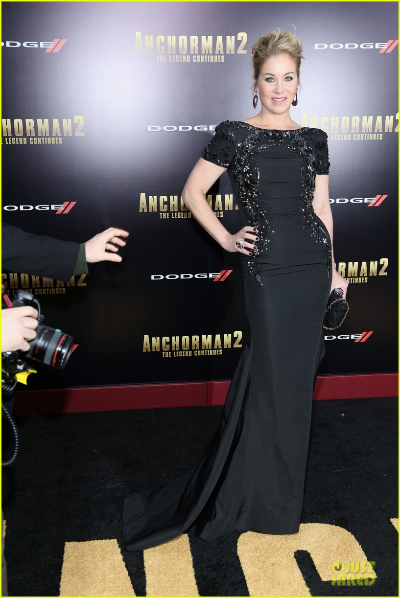 kristen wiig christina applegate anchorman 2 nyc premiere 033012602