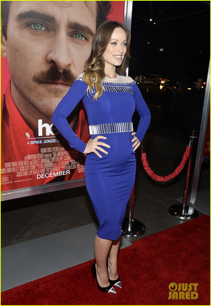 olivia wilde embraces her tiny baby bump at her premiere 013011019