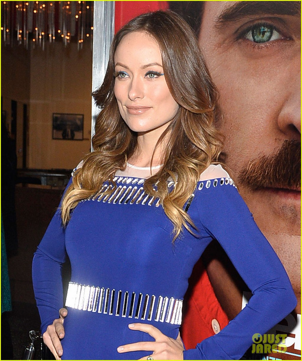 olivia wilde embraces her tiny baby bump at her premiere 023011020
