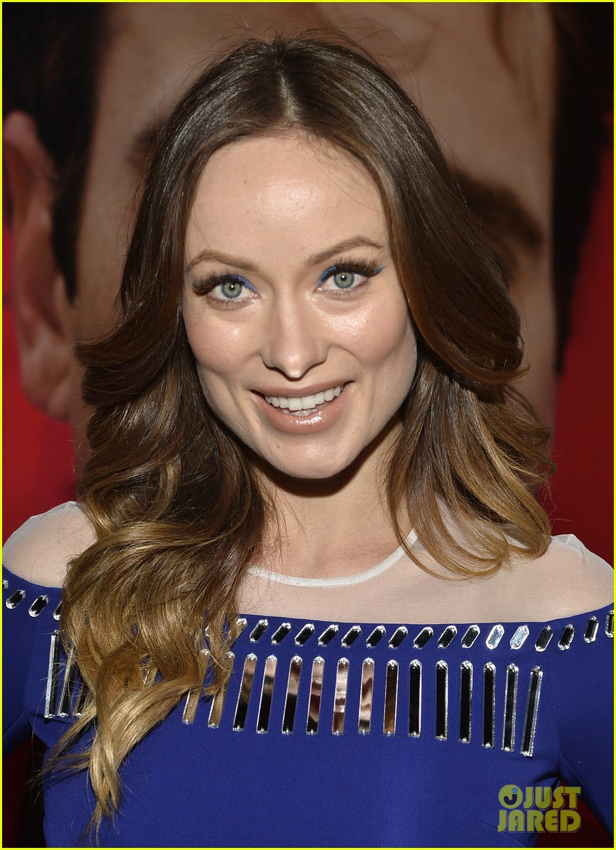 olivia wilde embraces her tiny baby bump at her premiere 093011027