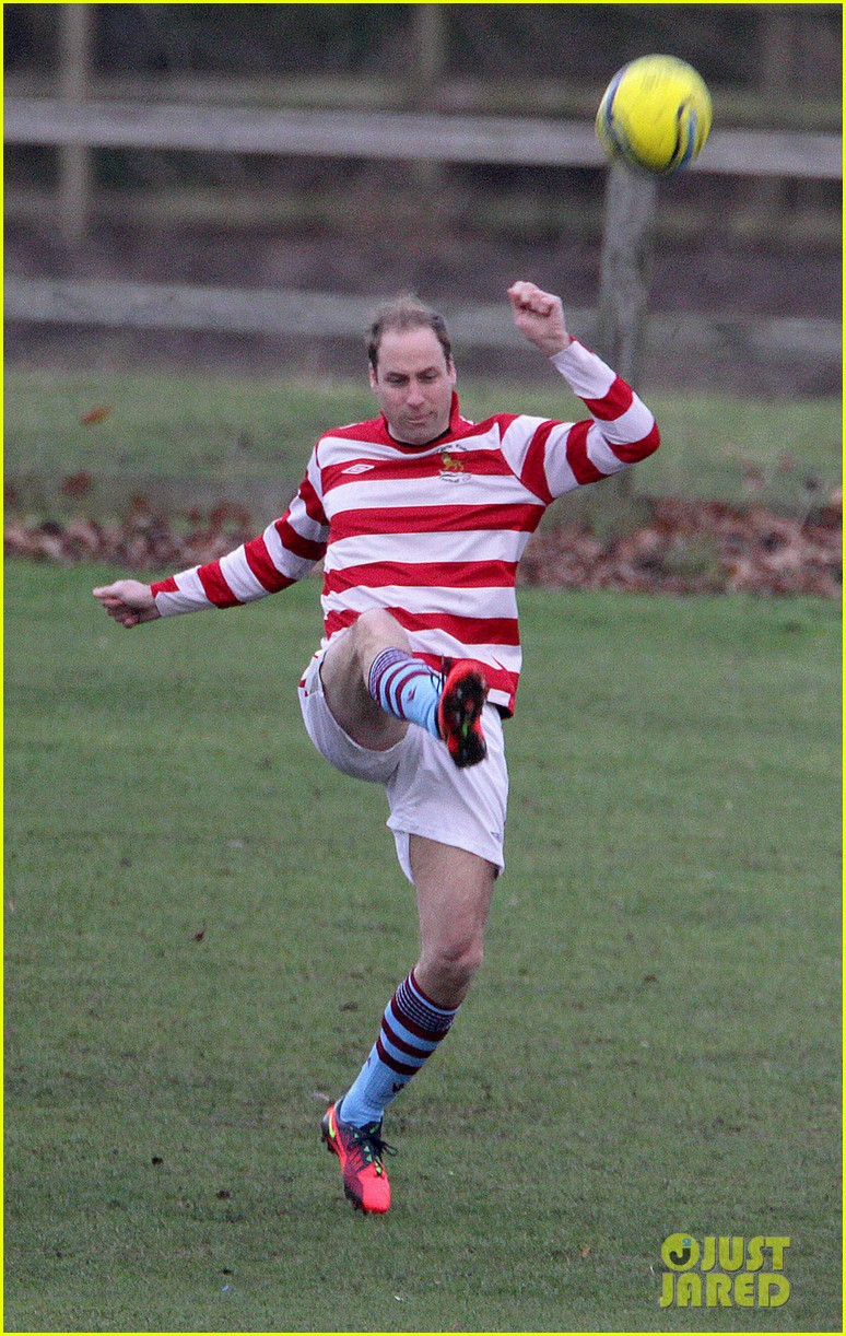 prince william prince harry hug after competitive soccer game 013017906