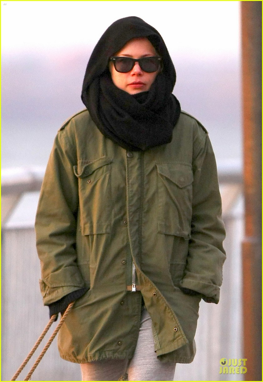 michelle williams departs lax for cold nyc 023010349