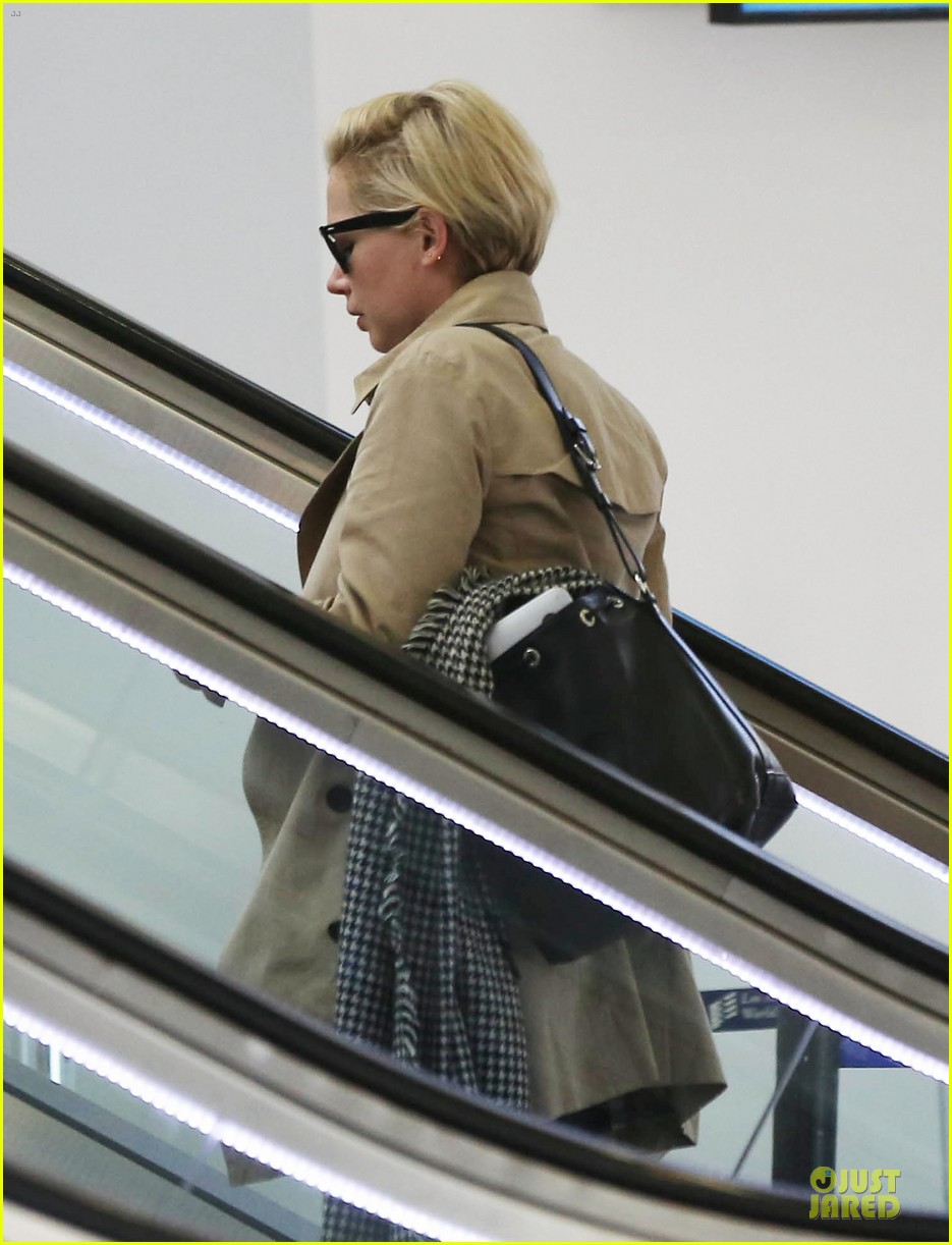 michelle williams departs lax for cold nyc 033010350