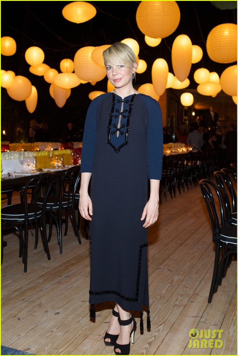 michelle williams celebrates art basel with louis vuitton 183006596