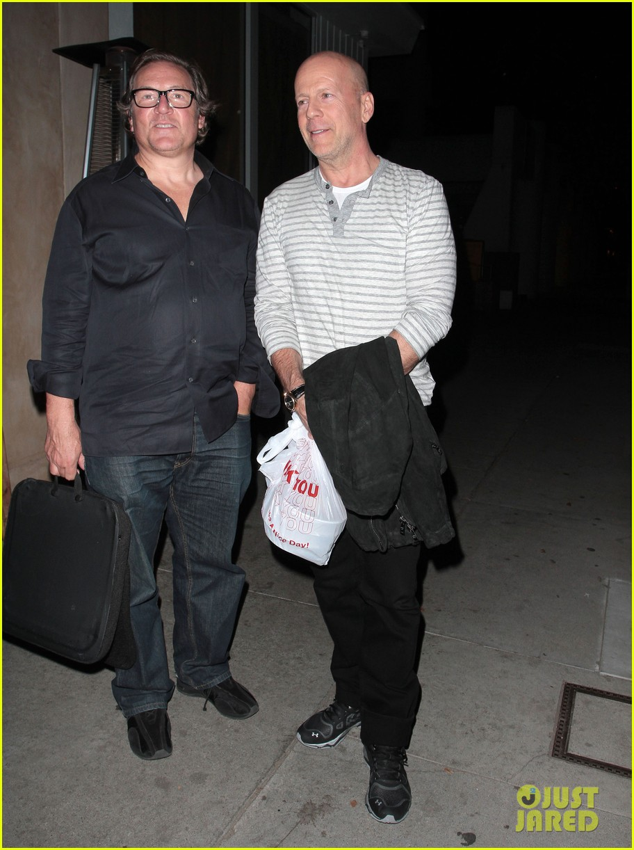 bruce willis dines with red producer after baby news 013014918