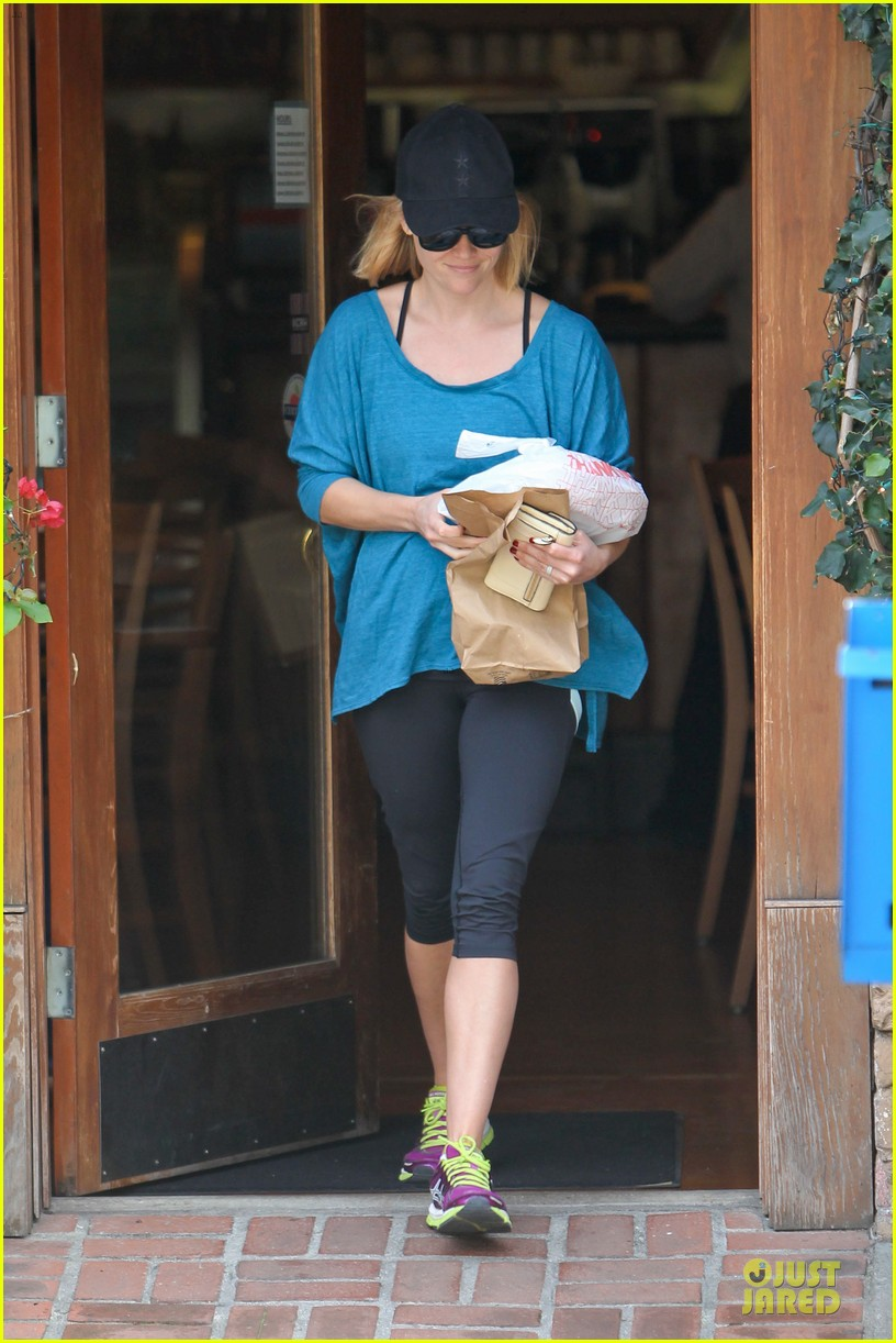 reese witherspoon fit food run 033004022