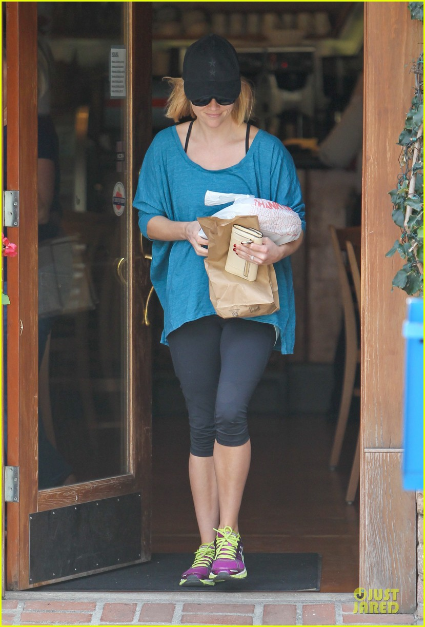 reese witherspoon fit food run 07