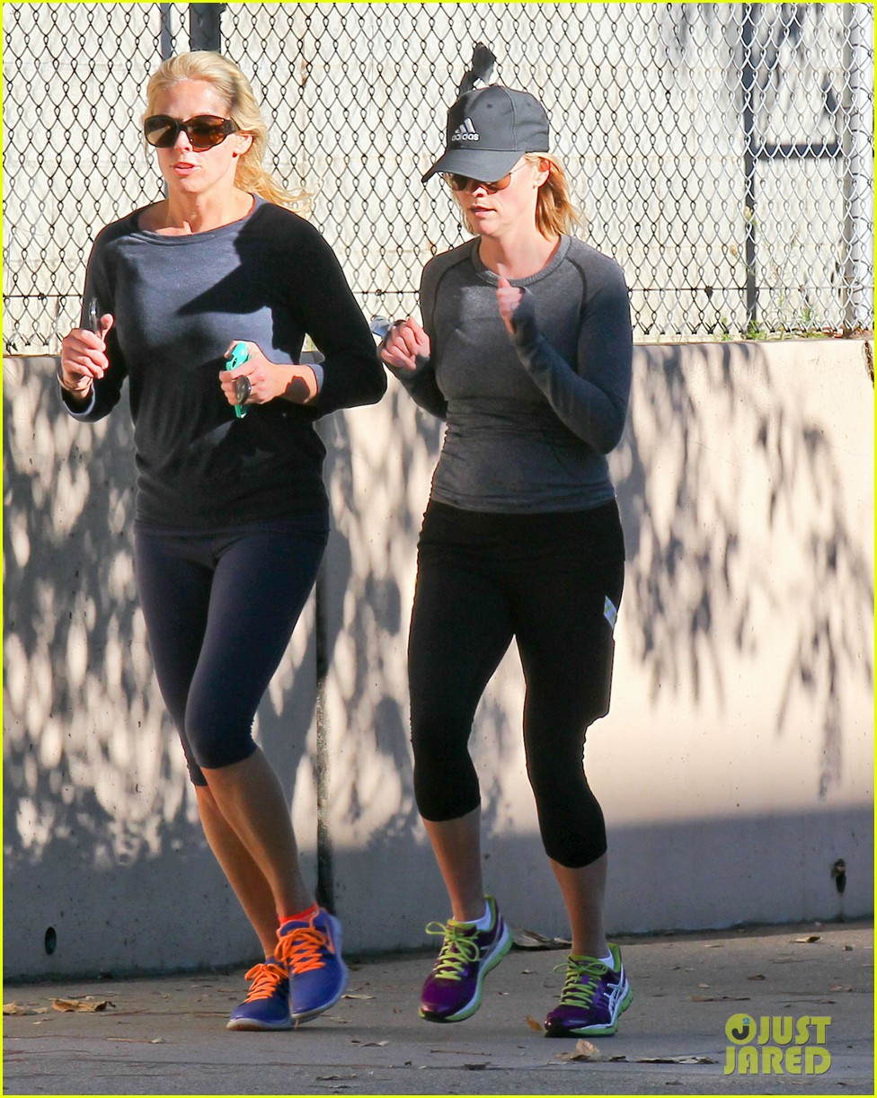 reese witherspoon morning jog after paris vacation 213009942