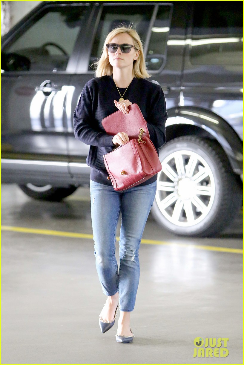 reese witherspoon christmas in paris is so magical 103010913