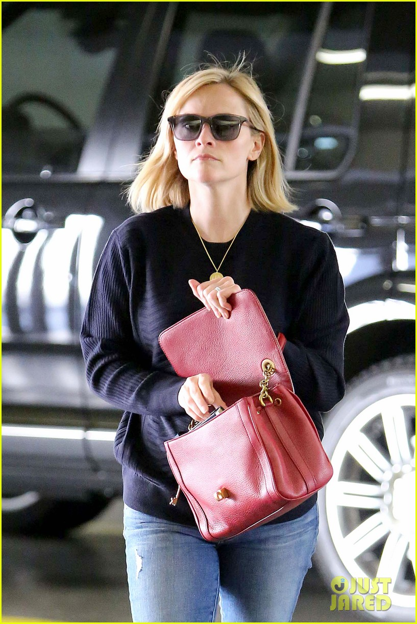 reese witherspoon christmas in paris is so magical 113010914
