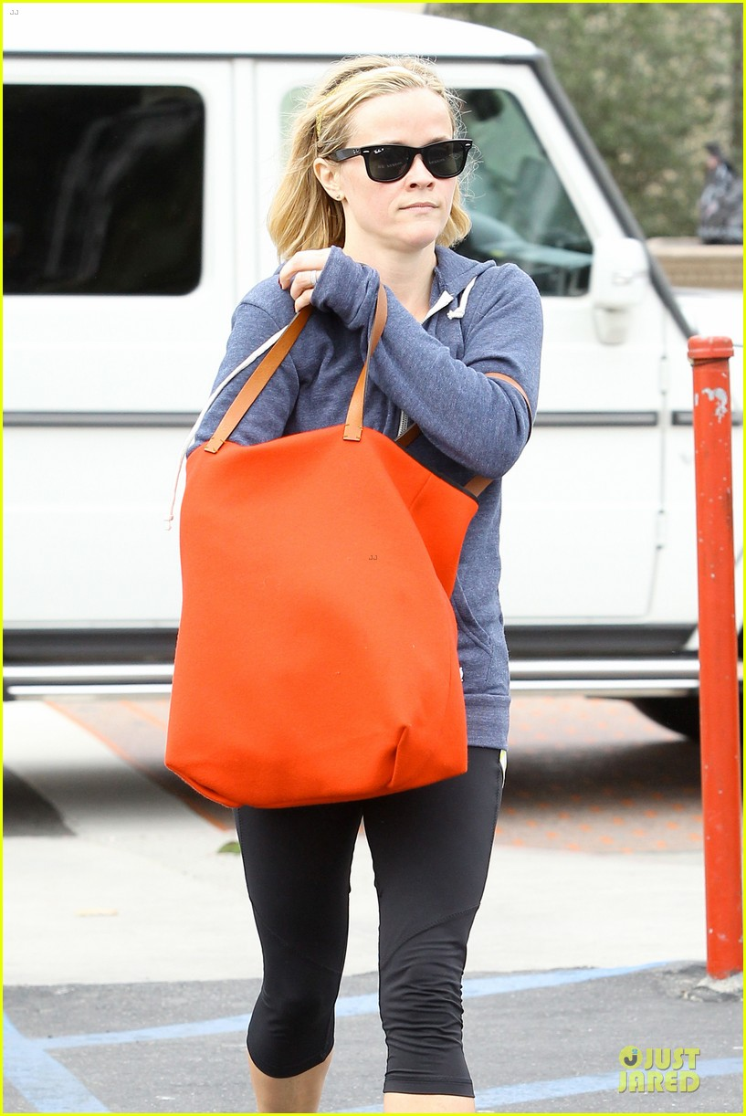 reese witherspoon club monaco shopping after workout 143004464