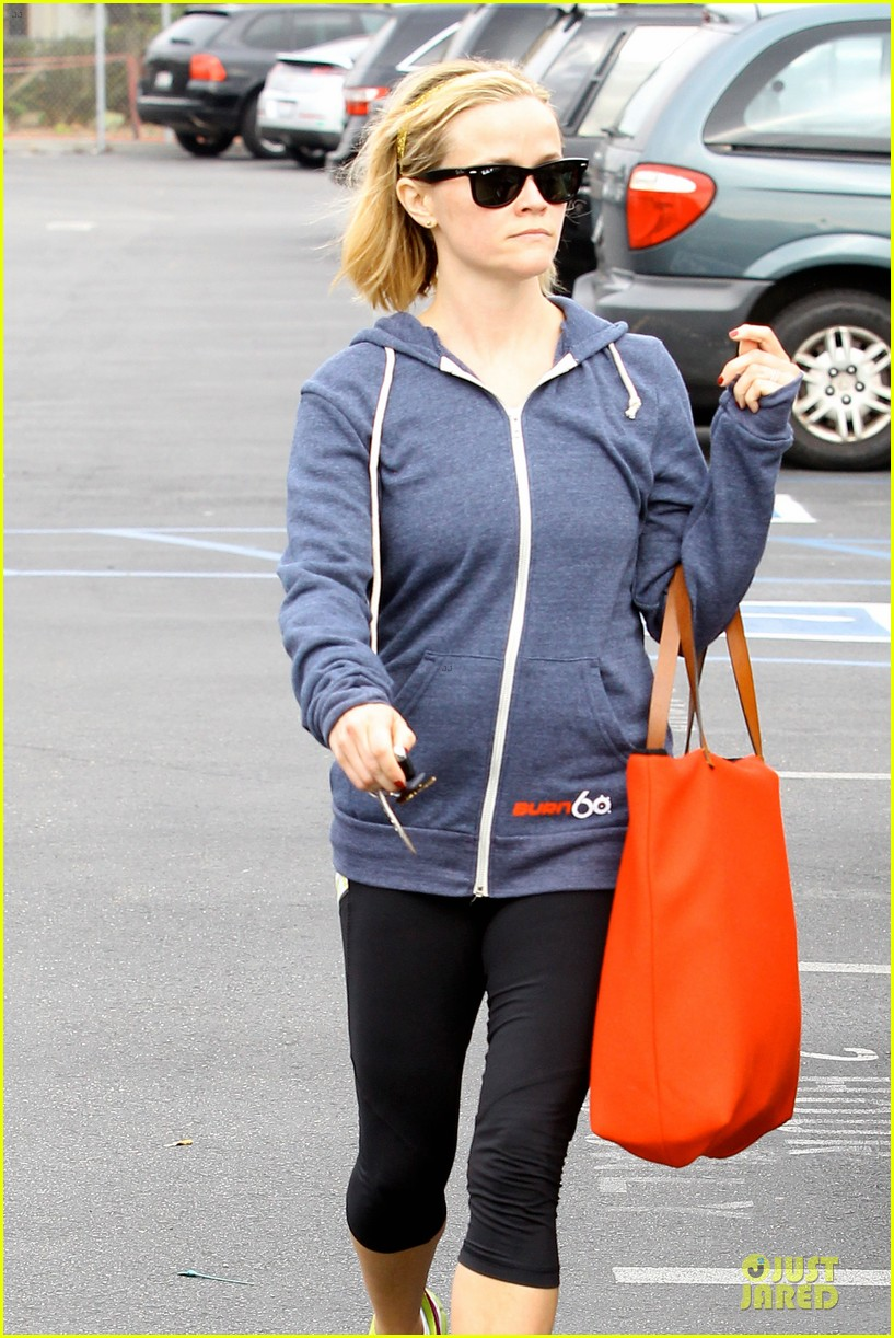 reese witherspoon club monaco shopping after workout 163004466