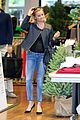 reese witherspoon club monaco shopping after workout 22