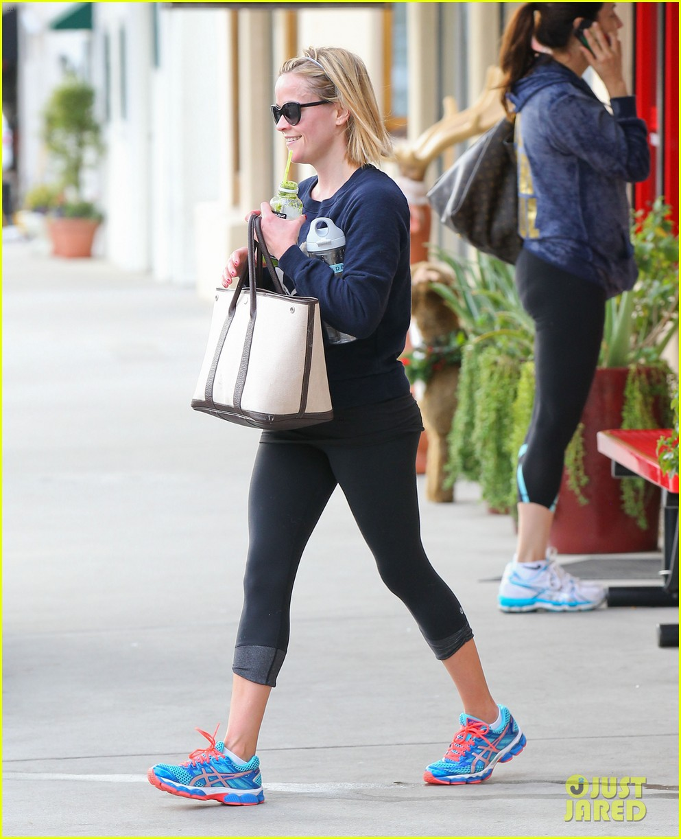 reese witherspoon rocks her skinny jeans while out with tennessee 053014514