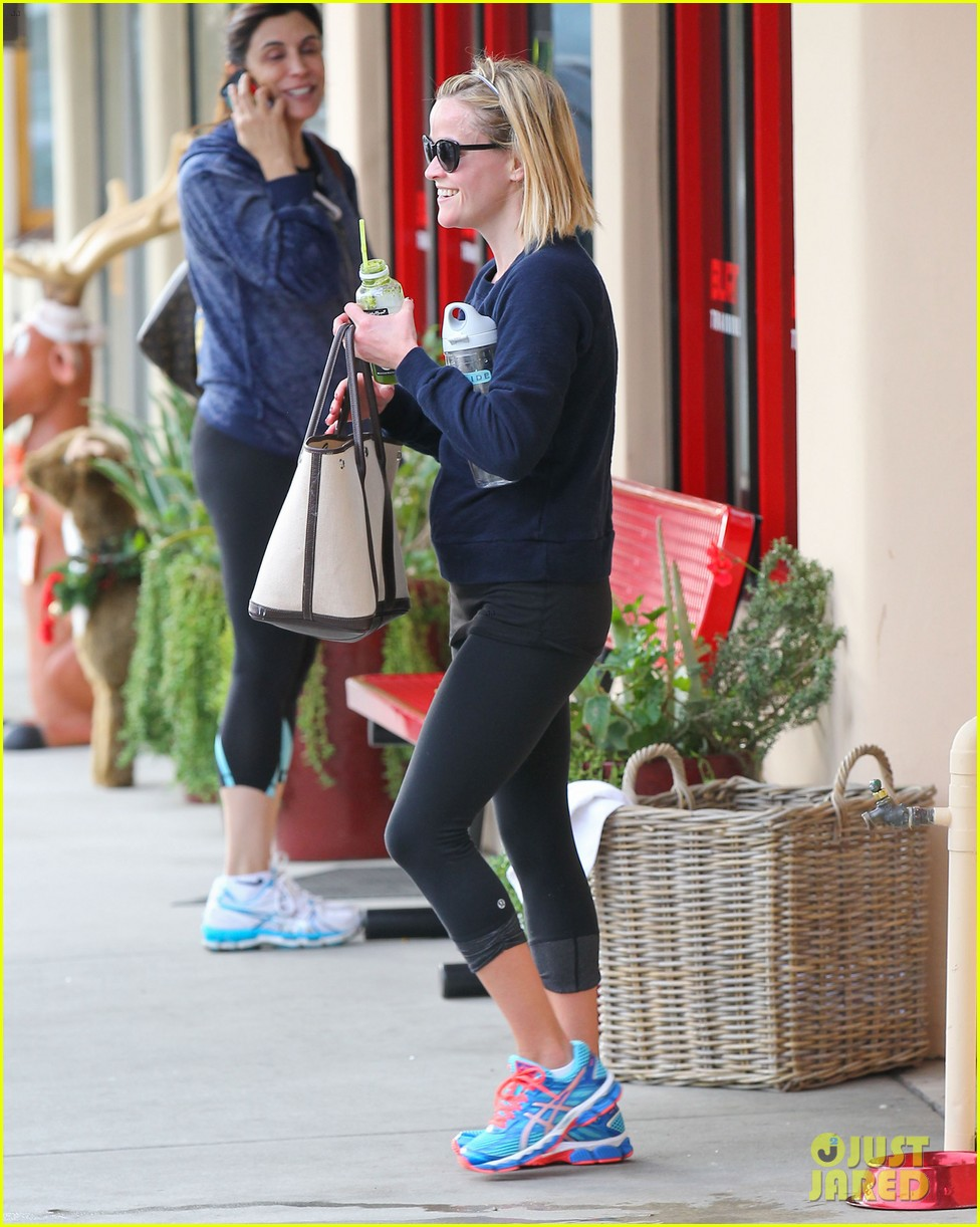 reese witherspoon rocks her skinny jeans while out with tennessee 073014516