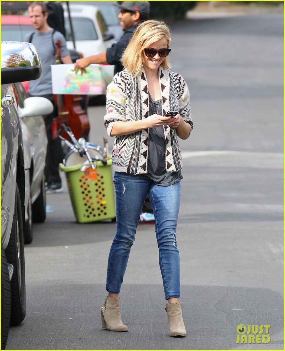 reese witherspoon rocks her skinny jeans while out with tennessee 173014526