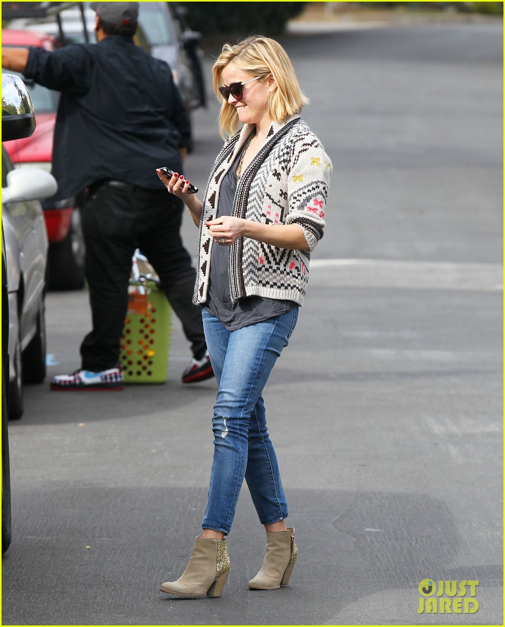 reese witherspoon rocks her skinny jeans while out with tennessee 183014527