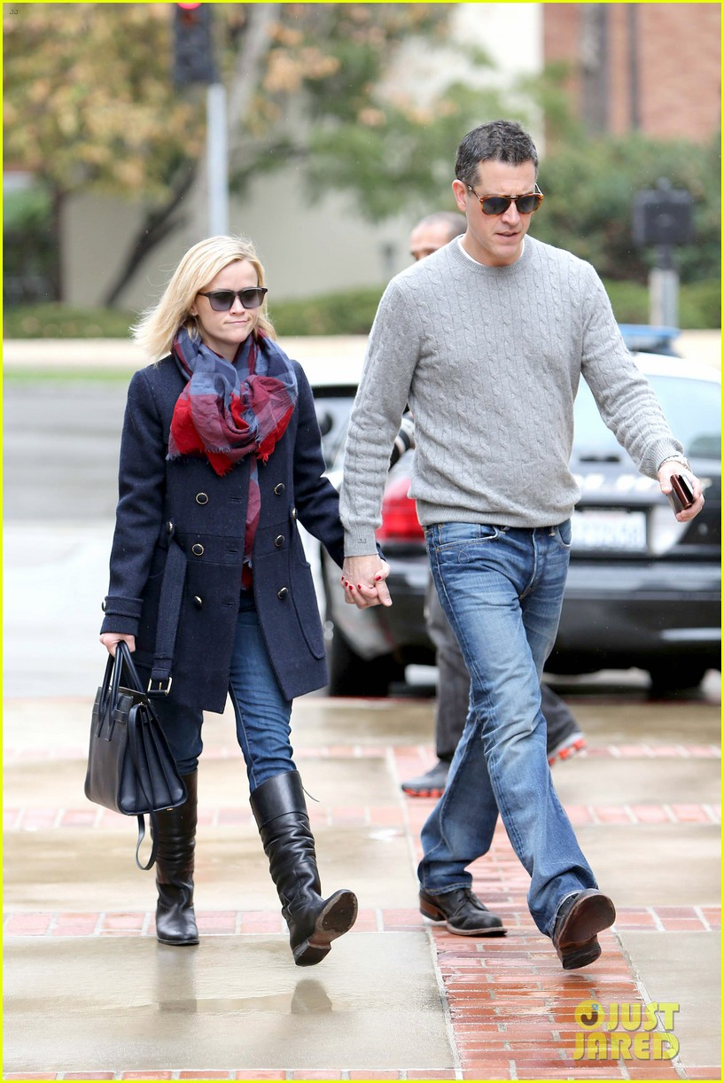 reese witherspoon jim toth hold hands at ucla medical plaza 133015094
