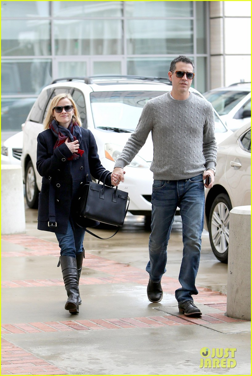 reese witherspoon jim toth hold hands at ucla medical plaza 143015095