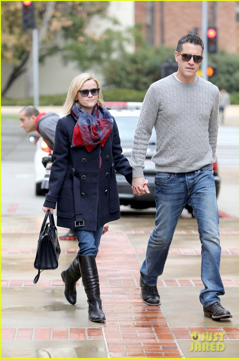 reese witherspoon jim toth hold hands at ucla medical plaza 183015099