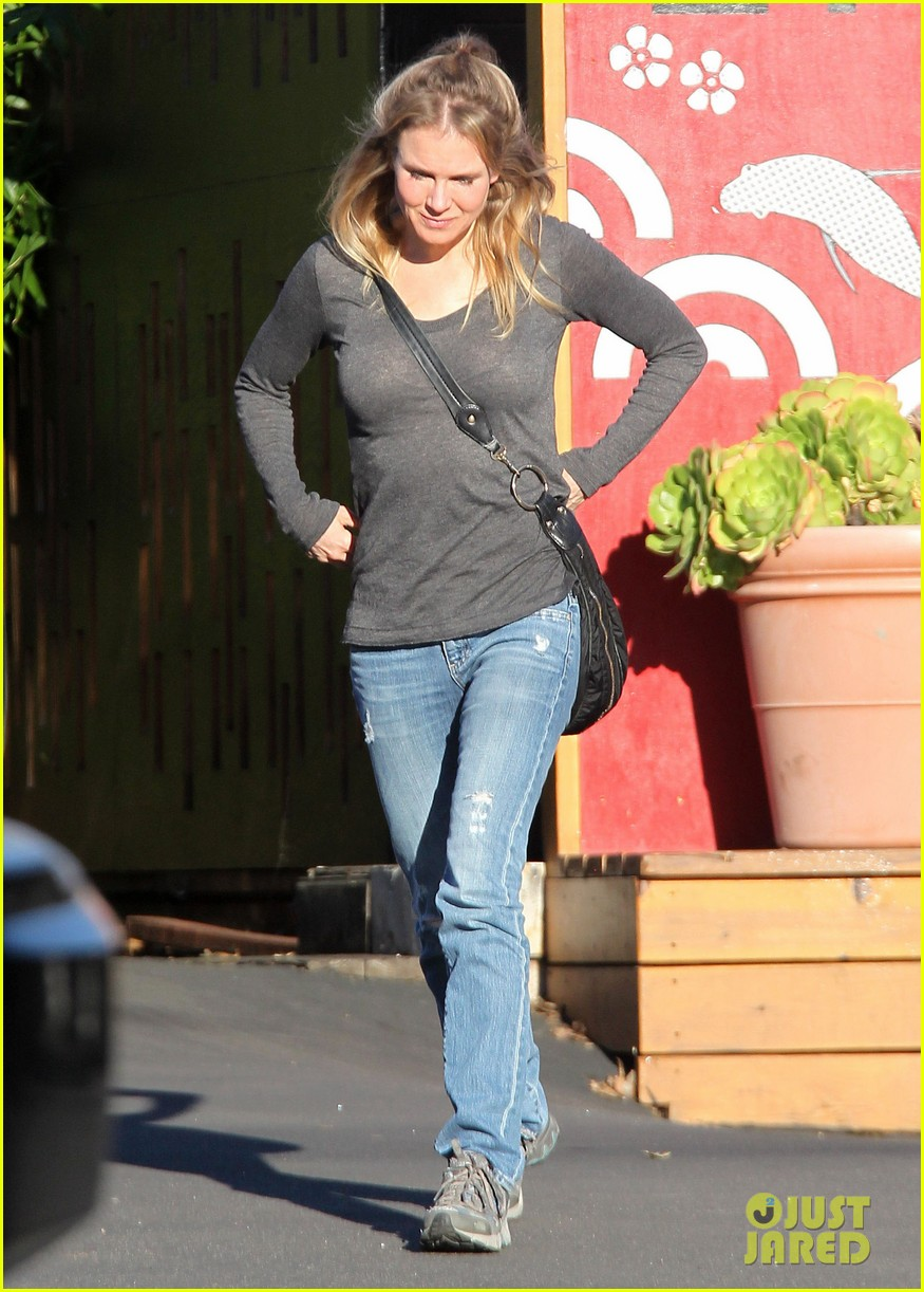 renee zellweger post christmas lunch with her parents 013018121