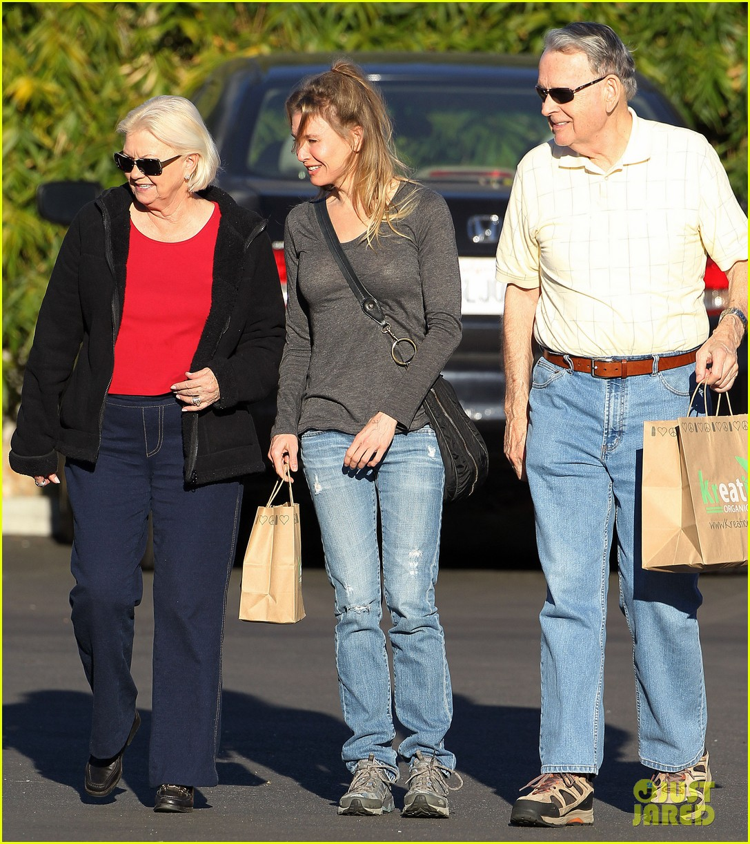 renee zellweger post christmas lunch with her parents 053018125