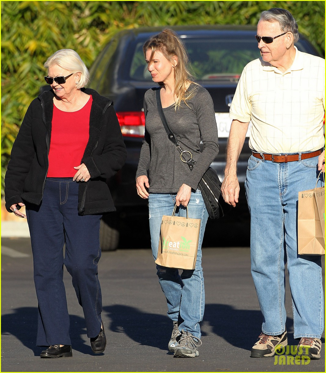 renee zellweger post christmas lunch with her parents 073018127