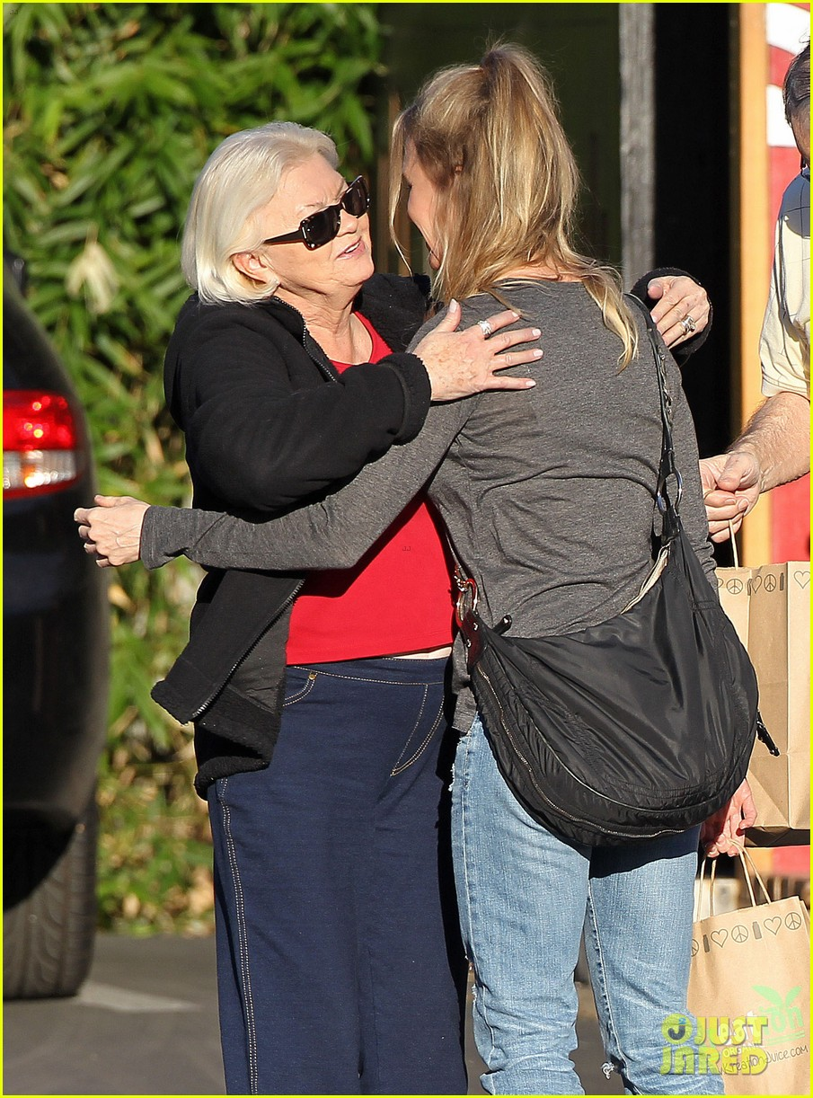 renee zellweger post christmas lunch with her parents 093018129