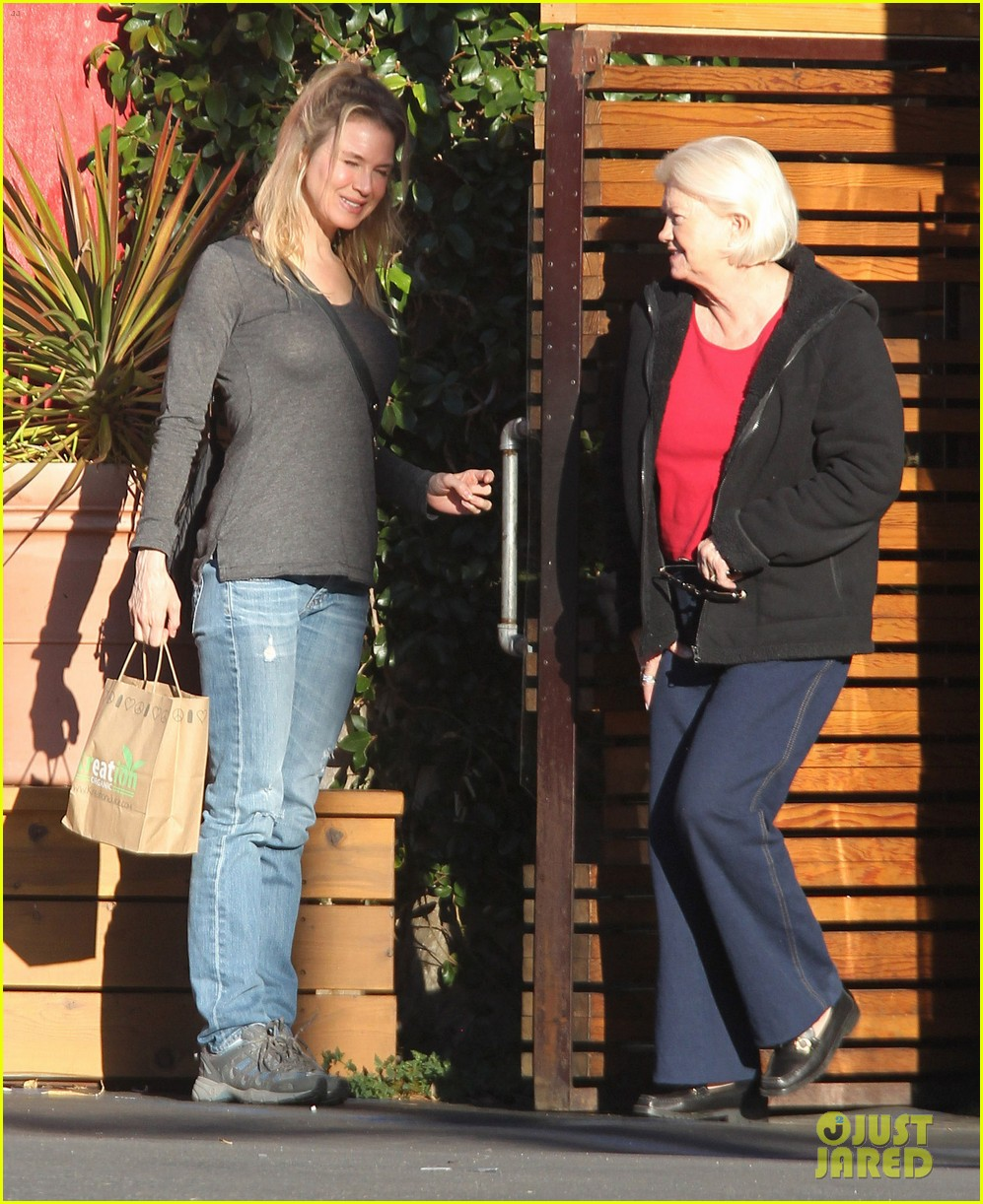 renee zellweger post christmas lunch with her parents 143018134