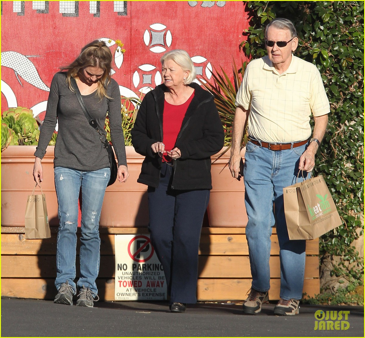 renee zellweger post christmas lunch with her parents 153018135